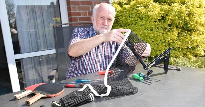 Ehrenamt an grünen Tischen Werner Grüner hält beim TTV Emsdetten die Geräte in Schuss.
